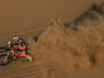 Classifica Dakar 2021 moto: graduatoria sesta tappa. Price vola in testa, Benavides a 2′