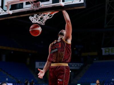 Basket, Serie A 2020-2021: la Reyer Venezia batte Brescia, Trento supera Cantù allo scadere con un canestro di Williams
