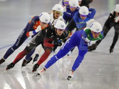 Speed skating, Paesi Bassi in evidenza a Heerenveen. Squalifica beffarda di Francesca Lollobrigida nella mass start