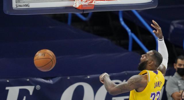 NBA 2020-2021, i risultati della notte (22 gennaio): i Lakers battono i Bucks, sconfitte per Melli e Mannion