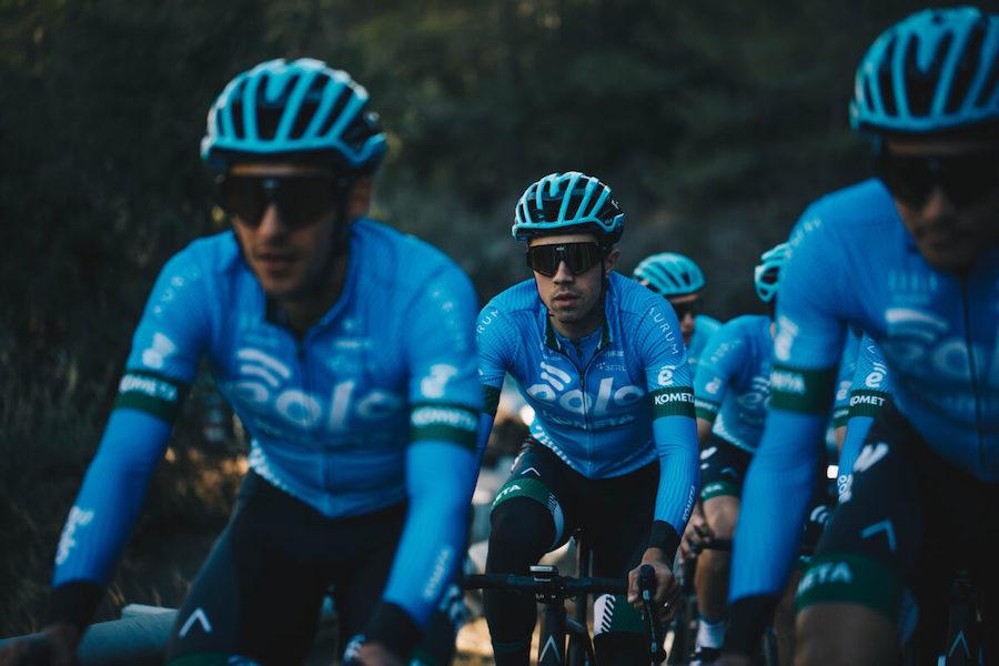 Ciclismo, la Eolo Kometa è pronta per l'esordio: si parte dalla Clàssica Comunitat Valenciana