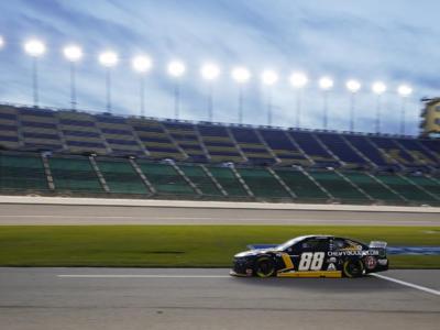 NASCAR, Alex Bowman conquista la pole per la Daytona 500