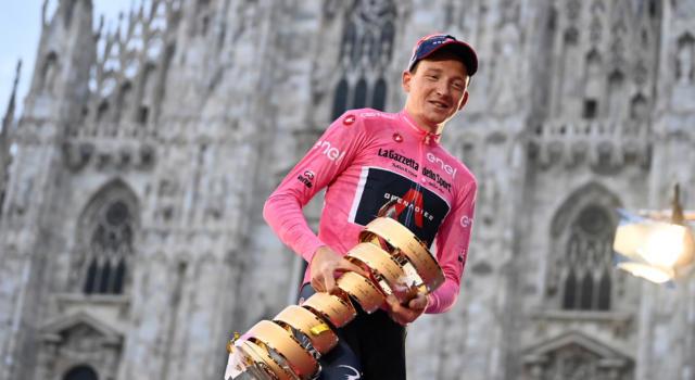 """LIVE Giro d'Italia 2021, presentazione in DIRETTA: Nibali soddisfatto. Cassani: """"Bernal favorito"""""""