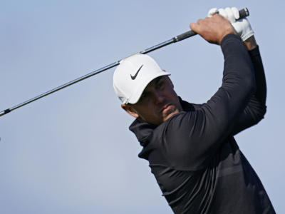 Golf, Brooks Koepka rimonta e trionfa al Waste Management Phoenix Open 2021 con un gran eagle nel finale. Crolla Spieth