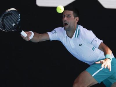 Australian Open, risultati 10 febbraio tabellone maschile: Djokovic fatica con Tiafoe. Thiem, Zverev e Schwartzman in scioltezza, fuori Wawrinka