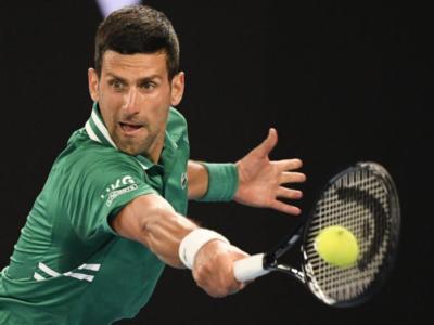 VIDEO Djokovic-Fritz, Australian Open: highlights e sintesi. Il serbo avanza nonostante l'infortunio