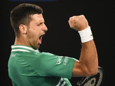 Australian Open 2021, Novak Djokovic da campione oltre il dolore: vittoria in cinque set contro Taylor Fritz