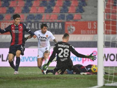 Calcio, tra Bologna e Benevento finisce 1-1. Segnano Sansone e Viola