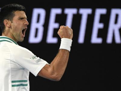 VIDEO Djokovic-Medvedev, Finale Australian Open 2021: highlights e sintesi. Trionfo indiscusso del serbo in tre set