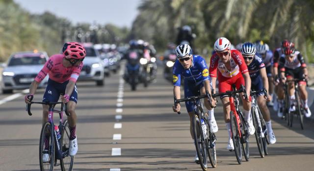 LIVE UAE Tour, quarta tappa in DIRETTA: volata strepitosa di Sam Bennett! Beffati Dekker e Ewan