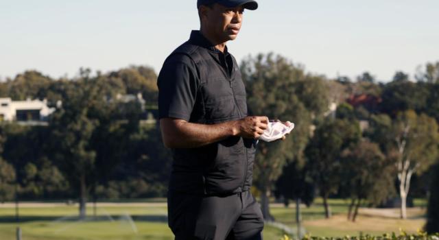 Tiger Woods ferito in un brutto incidente d'auto. Fratture alle gambe, è in ospedale