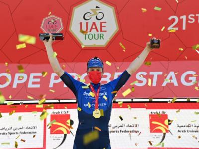 UAE Tour 2021, Sam Bennett è ancora il più veloce di tutti. Elia Viviani secondo dopo una bella rimonta
