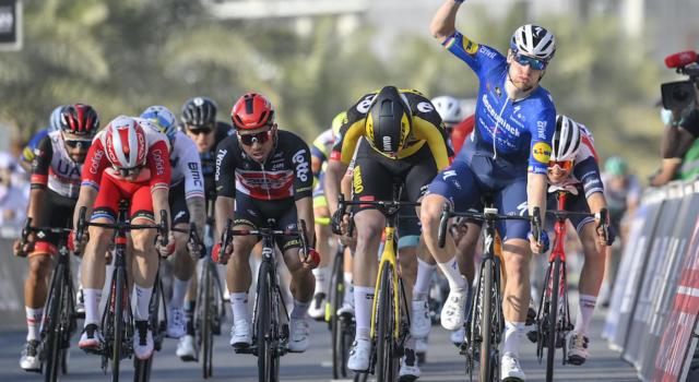 LIVE UAE Tour, sesta tappa in DIRETTA: doppietta di Sam Bennett! Ottimo 2° posto per Viviani, multa e penalità per Pogacar
