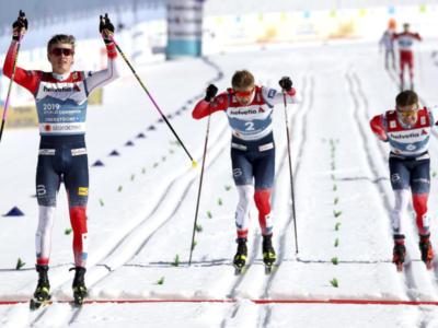 VIDEO Sci di fondo, Johannes Klaebo vince la sprint dei Mondiali. Pellegrino out in semifinale. Highlights e sintesi