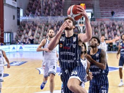 LIVE Fortitudo Bologna-Dinamo Sassari 79-89, Serie A basket in DIRETTA: il Banco di Sardegna passa alla Unipol Arena dominando il quarto quarto