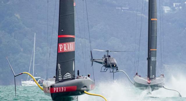 """VIDEO Luna Rossa issa la bandiera """"Prada Cup Winner"""": la festa sulla barca italiana, Ineos demolita 7-1"""