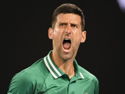 Australian Open 2021, Novak Djokovic più forte del dolore va agli ottavi, Thiem piega Kyrgios al quinto set