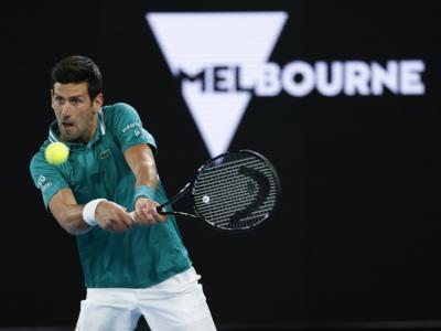 Australian Open 2021, Novak Djokovic vince, ma che fatica! Battuto in quattro set Tiafoe e 3° turno conquistato