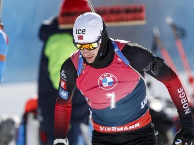 Biathlon, Sturla Holm Laegreid infallibile: oro nella 20 km dei Mondiali. Lukas Hofer sbaglia troppo