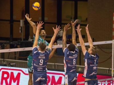 LIVE Modena-Perugia 3-0, Champions League volley in DIRETTA. Gialloblù travolgenti: sono a due set dalla semifinale! Umbri demoliti