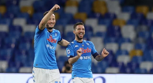 Serie A calcio: Napoli-Lazio 5-2, Roma-Atalanta 1-1. Si infiamma la lotta per la Champions League