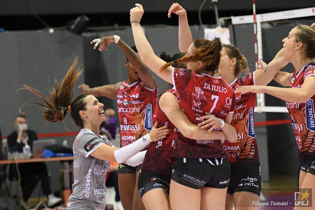 Volley femminile, Serie A1 2021 2022: Perugia Roma 3 0. Umbre al primo successo