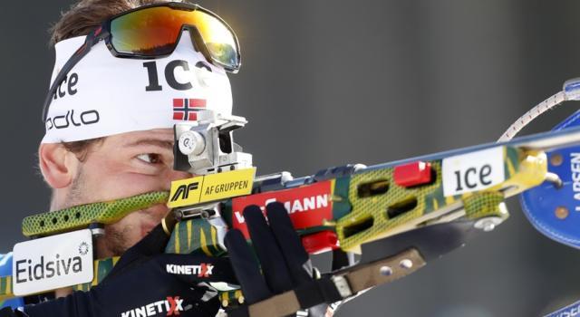 Biathlon, Sturla Holm Lægreid oro mondiale nella mass start a Pokljuka, 7° Lukas Hofer con tanto rammarico