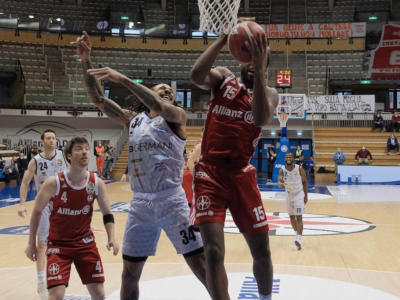 Basket, Serie A 2020-2021: Brescia in rimonta supera Trieste