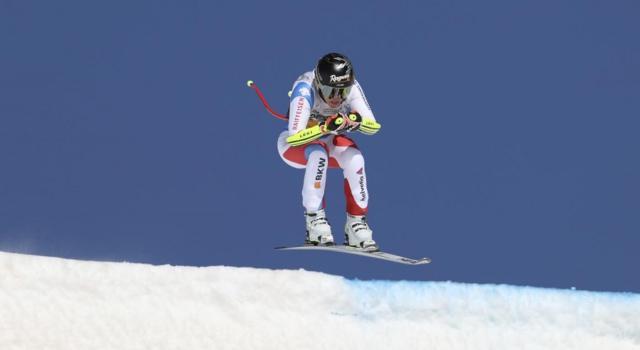 Sci alpino, colpo doppio per Lara Gut-Behrami: vince la discesa in Val di Fassa e sale in vetta alla generale