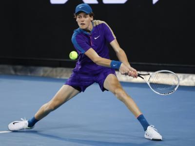 Tennis, ATP Marsiglia 2021: Jannik Sinner soffre, ma vince la battaglia con il francese Barrere