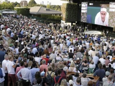 Tennis: a Wimbledon si prospettano porte aperte, pubblico ridotto e giocatori negli alberghi ufficiali