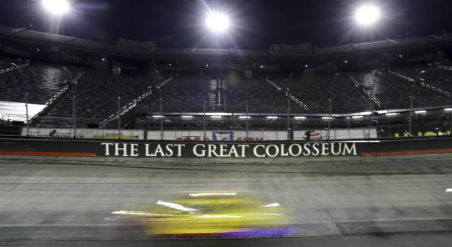 NASCAR, notte di verdetti nel 'Colosseo' a Bristol