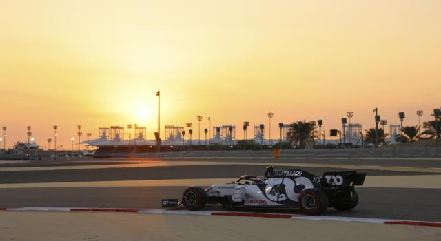 F1, tempesta di sabbia durante i Test in Bahrain! Piloti ai box in attesa