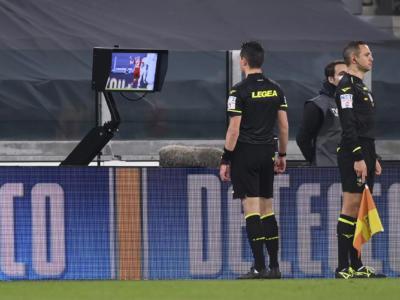 Calcio, dal 1° luglio nuove regole per l'utilizzo del Var, fallo di mani e fuorigioco