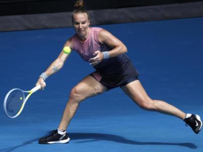 WTA Dubai 2021, Svetlana Kuznetsova supera Svitolina, cadono sei teste di serie. Eliminata Martina Trevisan
