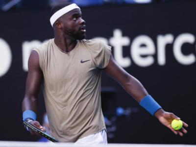 ATP Santiago del Cile 2021, Frances Tiafoe soffre ma piega Nicolas Jarry. Out Cecchinato e Caruso