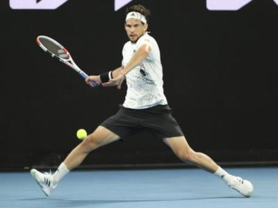 ATP Dubai 2021, Dominic Thiem subito ko con Lloyd Harris. Avanzano Jannik Sinner e Lorenzo Sonego