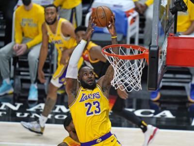 NBA 2021, ancora tre settimane di stop per Lebron James. Si avvicina, invece, il momento del rientro di Anthony Davis