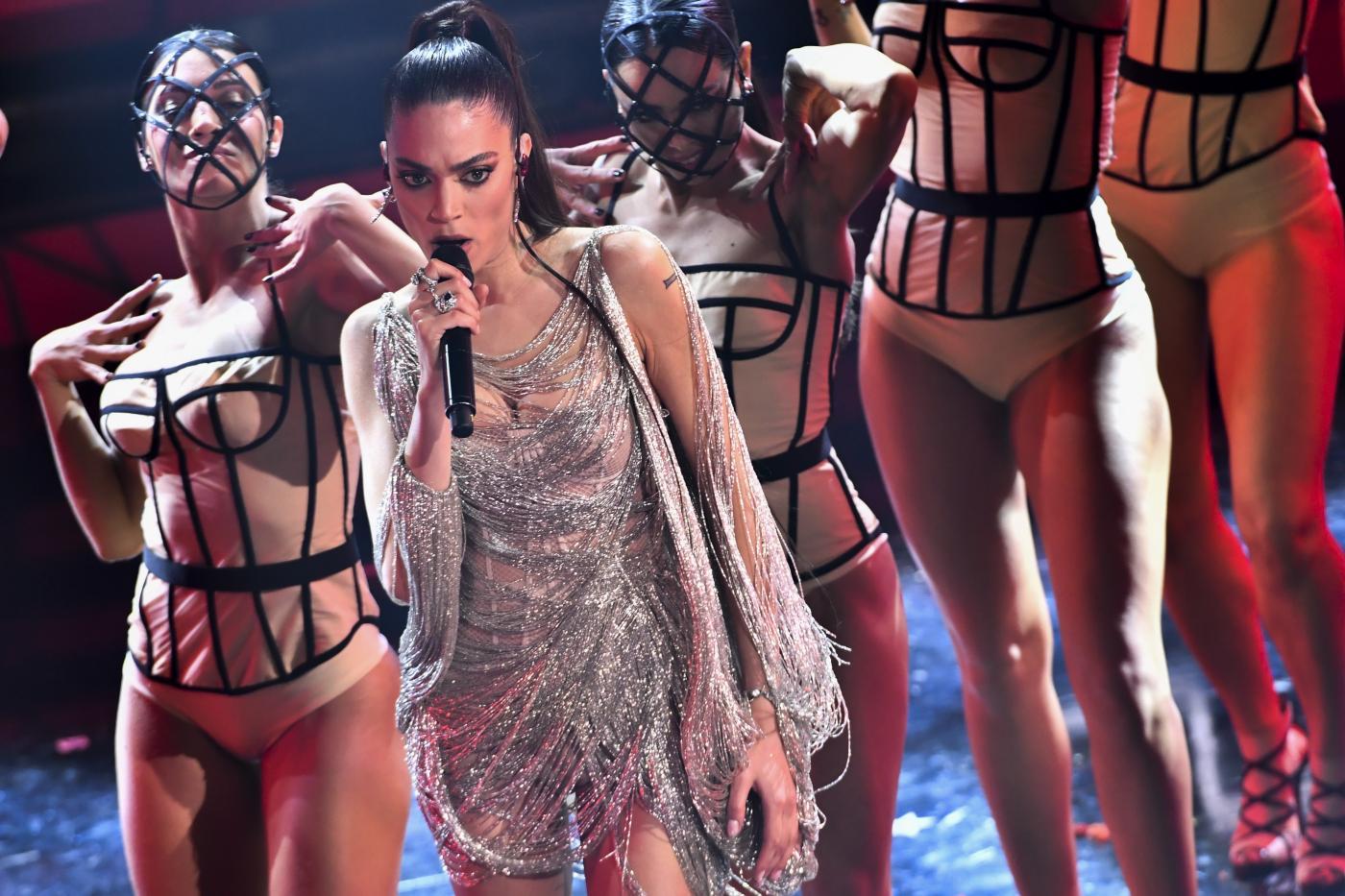 Sanremo 2021. Le pagelle dei look della seconda serata: Elodie diva del Festival, Laura Pausini come una regina. Bugo? Non c'è!