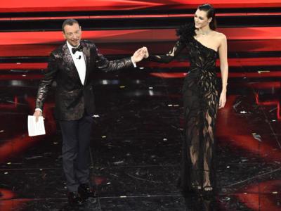 Sanremo 2021. Le pagelle dei look della terza serata. Vittoria Ceretti porta l'alta moda sul palco dell'Ariston, Negramaro eco-friendly, Casadilego n.c.