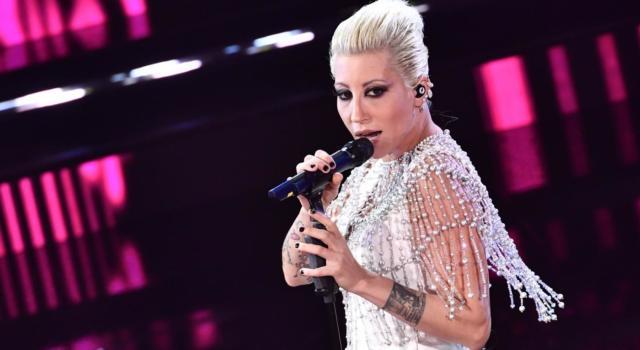 Sanremo 2021. Le pagelle dei look della quarta serata. Lo stile è donna: Beatrice Venezi dirige, Malika divina, Madame moderna Giovanna D'Arco