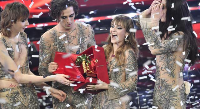 """VIDEO Maneskin cantano """"Zitti e buoni"""". I vincitori di Sanremo"""