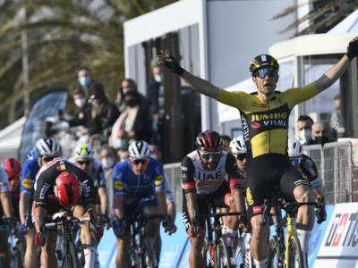 Classifica Tirreno-Adriatico 2021, prima tappa: vittoria e leadership di prepotenza per Van Aert. 4 azzurri nella top ten