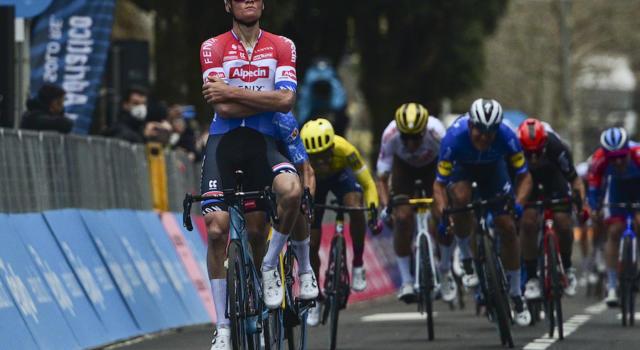 Tirreno-Adriatico 2021: le pagelle di oggi. Van der Poel trionfa in scioltezza, la Deceuninck tarda nella rimonta
