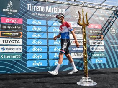 LIVE Tirreno-Adriatico, quinta tappa in DIRETTA: vince van der Poel resistendo a Pogacar!
