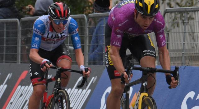 """Ciclismo, Adrie van der Poel: """"Wout Van Aert e Tadej Pogacar sono stati i migliori corridori di questa primavera"""""""