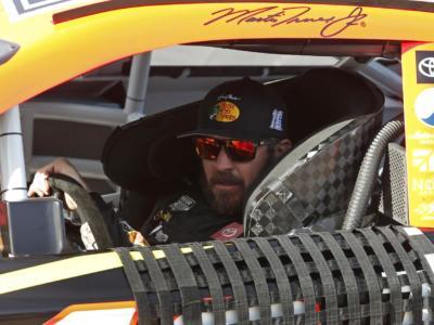 NASCAR Truck Series, Martin Truex Jr detta il passo sullo sterrato