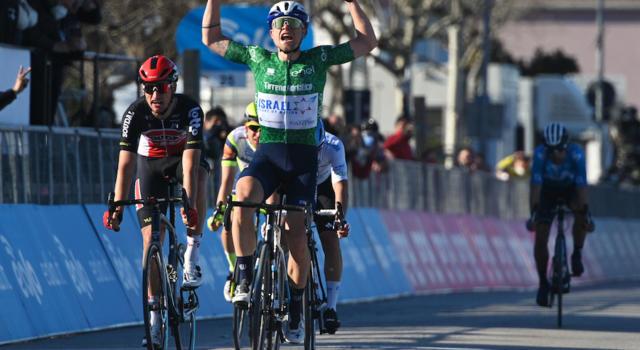 Tirreno-Adriatico 2021, risultati e ordine d'arrivo sesta tappa: il gruppo sbaglia i tempi e arriva la fuga. Trionfo per Würtz Schmidt