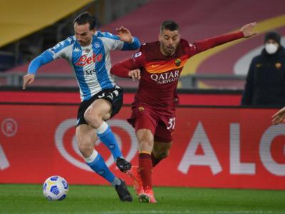 Calcio, la doppietta di Mertens avvicina il Napoli alla zona Champions: Roma battuta per 0-2