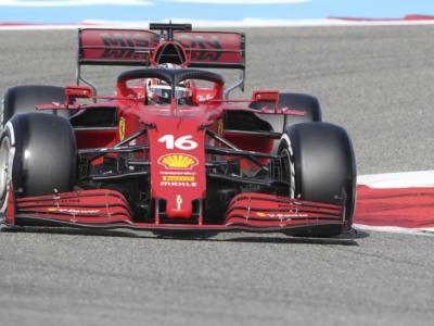 F1, la Ferrari convince nelle FP1 a Imola. Leclerc alle spalle di Mercedes e Red Bull, bene Sainz